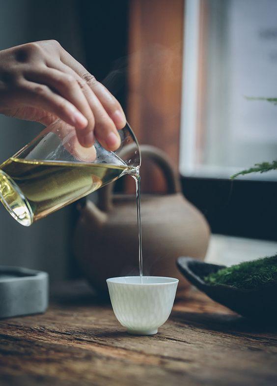 Tong thuy tinh Thưởng trà chuyên nghiệp cần những dụng cụ gì?