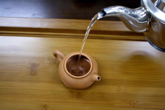 làm nóng ấm trà