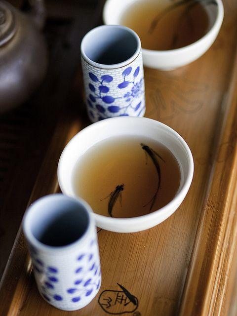 chen uong tra co ly ngui Thưởng trà chuyên nghiệp cần những dụng cụ gì?