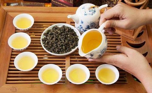 hita chay tra o long co tac dung gi 5 Trà Ô Lông có tác dụng gì? Nên uống trà vào thời điểm nào là hợp lý?