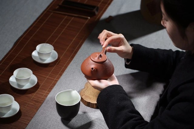 E1BAA5m thE1BAA1ch biE1BB81u pha phE1BB95 nhC4A9 Ấm Tử Sa: Loại ấm tử sa nào phù hợp với loại trà nào?