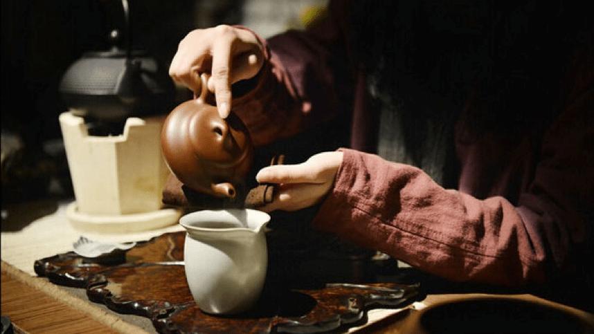 thưởng thức vị trà thiết quan âm trần hương