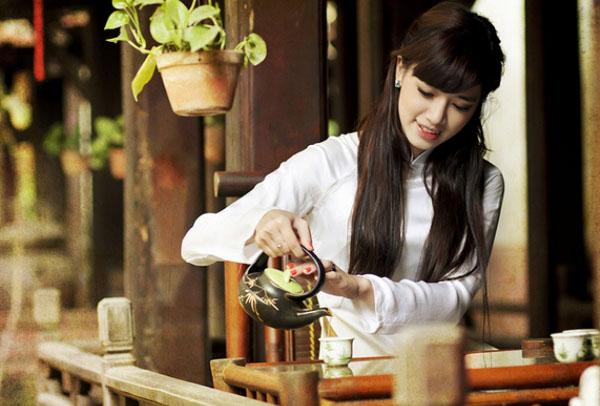 thuong tra 1 Tại sao nên sử dụng ấm tử sa để pha trà